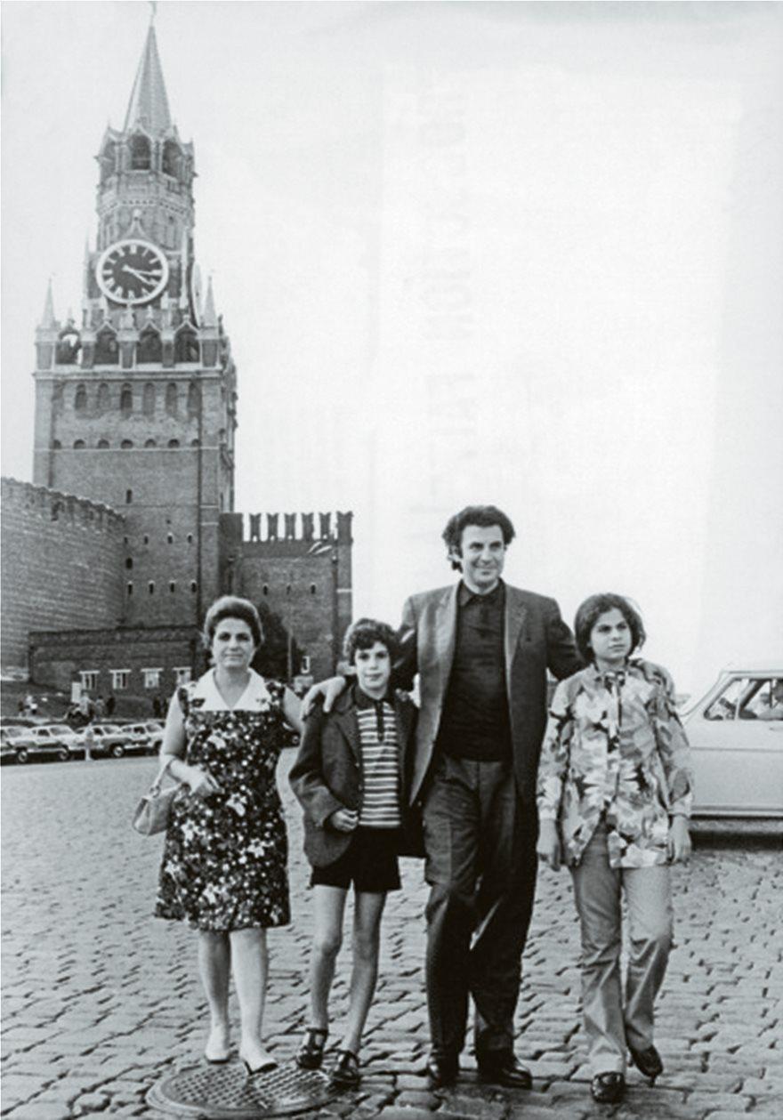 f1_Mikis-oikogeneia_-Mosxa_1980