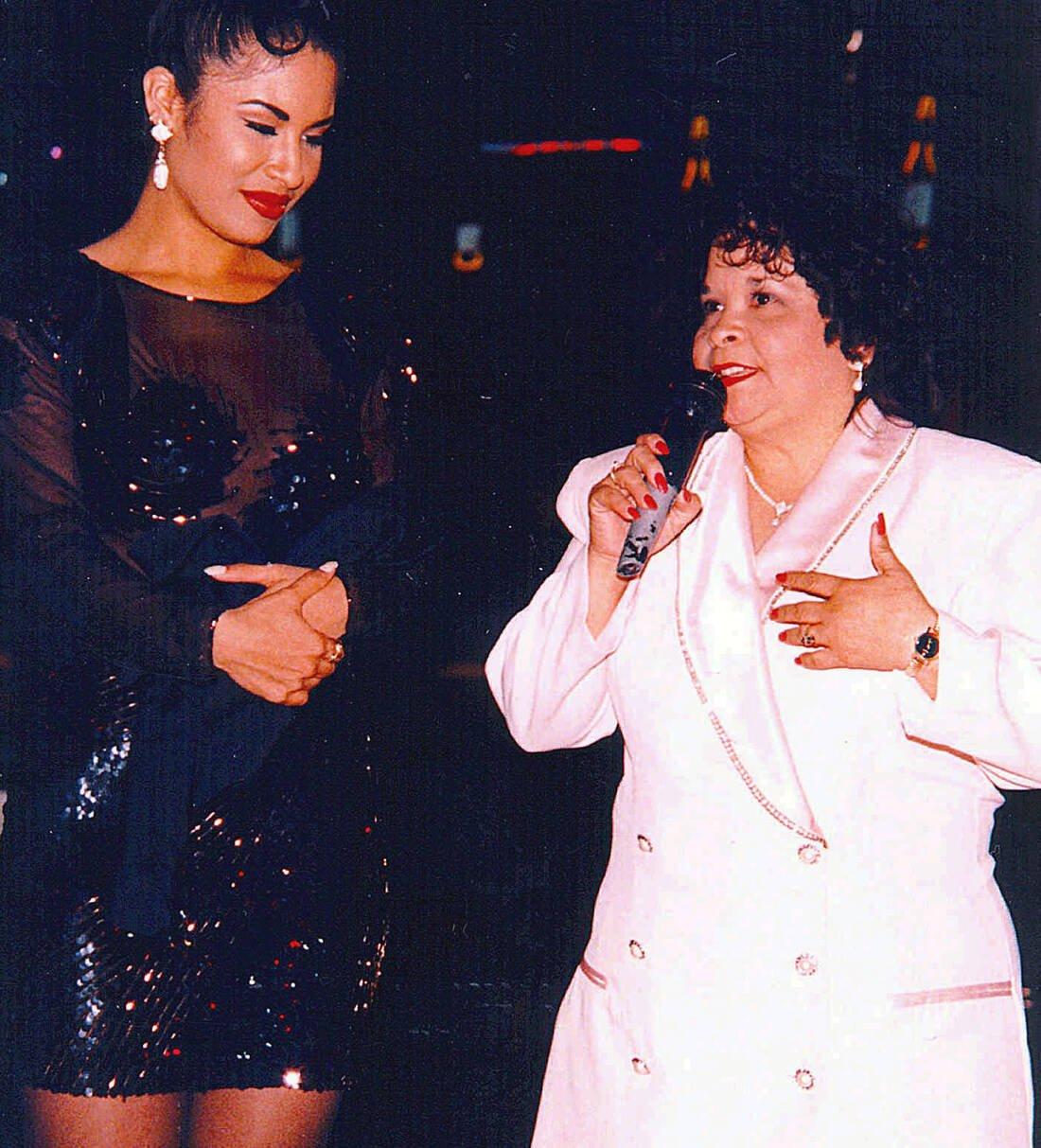 Η Σελίνα με την Γιολάντα Σαλντιβάρ