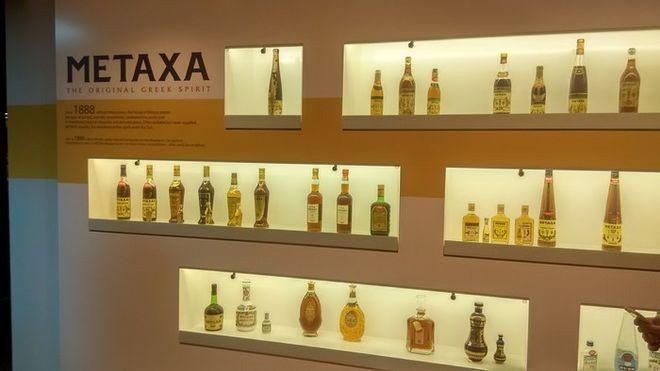 Η ιστορία του METAXA μέσα από τα ξεχωριστά μπουκάλια του. Ένα από αυτά υπάρχει σε κάθε ελληνικό σπίτι