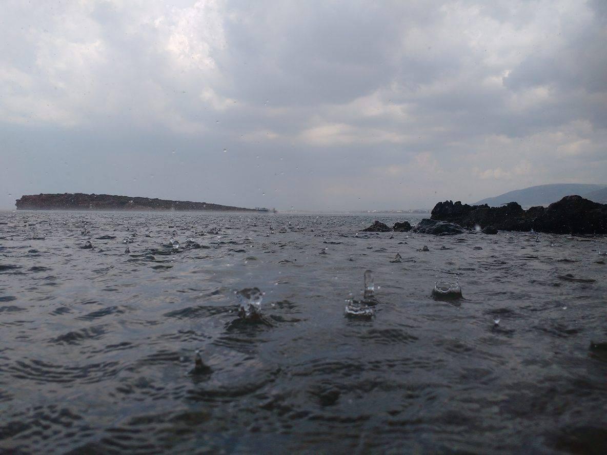 Βροχή θάλασσα